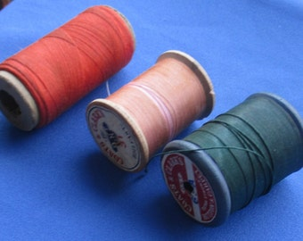 Lot Of Vintage Wooden & Cardboard Spools Of Thread