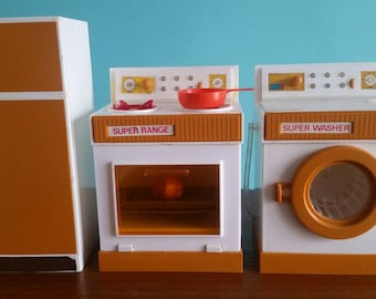 Vintage toy kitchen set. Nasta Ind Inc New York 1977. Plastic toy stove, refrigerator and washing machine. Miniature kitchen.