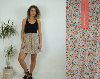 90's vintage women's flower patterned high waisted mini drab skirt