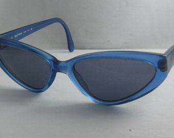 Original VALENTINO Sunglasses V636 599-S 140. Shape: Cateye. Blue. 1980s / 90s. Modern Hippie Sunnies VINTAGE
