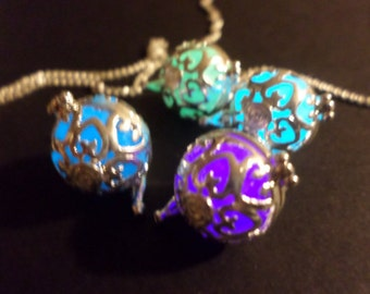 Free, Glowing Necklace , Glowing Jewerly, Glow in the dark necklace , Glow Necklace , Heart Locket, Glow in the dark jewelry