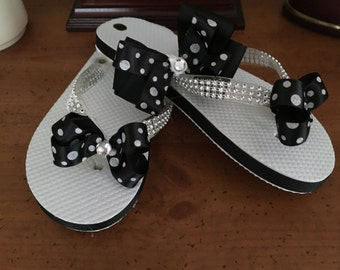 Flip flop set, black and white bow with matching pony tail holder, child size, xxs size