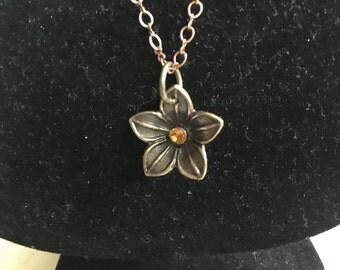 Amber Centered Flower Necklace