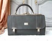 RESERVED for U !! French vintage small genuine black leather doctor bag with key. Gladstone bag. Gladstone style handbag.