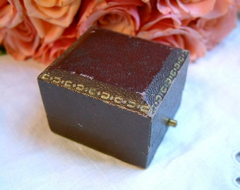 Antique french faux maroon leather ring box. Antique engagement ring box. Antique ring box. Antique wedding. Vintage wedding