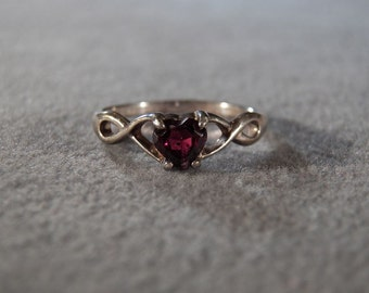 Vintage Sterling Silver Garnet Ring with Heart Shaped Stone, size 9 Jewelry **RL