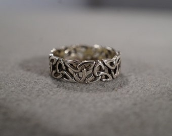 Vintage Art Deco Jewelry Sterling Silver Ring Celtic Knot Chain Which Represents Eternity Irish Design Open Cut Work Size 6     KW288