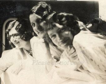Girlfriends ~ Vintage Photo ~ vernacular photography