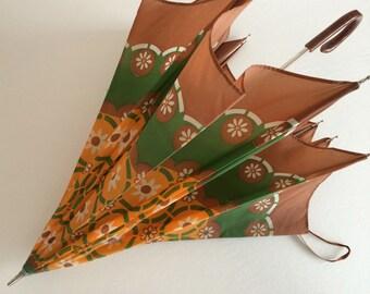 Vintage Floral Umbrella - Charming Retro Umbrella w Mod Daisy Design!