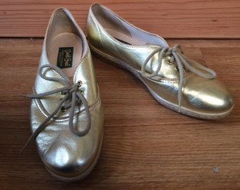 Vintage 80s Gold leather Oxford lace up shoes by Daniel Green - Womens 6.5