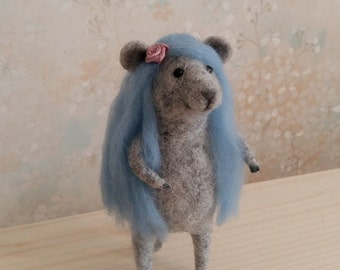 Little felted mouse