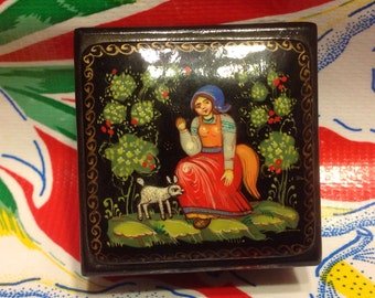 Vintage hand painted Russian lacquer box with gold highlights