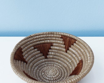 Sisal basket 20cm x 8cm: These beautiful, natural and quintessentially African baskets are handmade made of fine sisal fibers