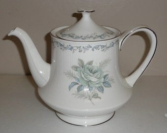 Paragon White  Rose Teapot, Tea Pot  Fine Bone China By Appointment to Her Majesty Made in England Free Standard Shipping in the U.S.