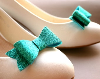 Sparkly! Glittery bow shoe clips in bright turquoise! Glitter, aqua, shoeclips, wedding, bridal, festive, ocean colours, sparkles, sparkling
