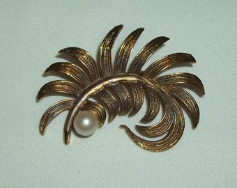 Vintage Art Nouveau Brooch - Goldtone Plume with Single Pearl, 1014