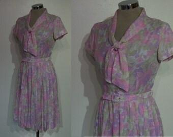"Sweet early 60s fitted print day dress w/pleat skirt bust 33"" w/belt"