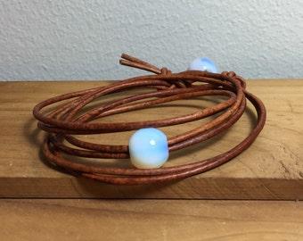 Leather Bracelet with Opalescent Beads, Women's leather bracelet, Leather jewelry, Leather and beads bracelet, Boho jewelry,  Item O190