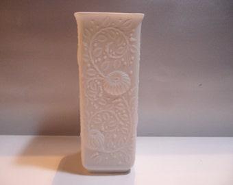 AK Kaiser vase,Kaiser porcelain vase,german white vase,white porcelain vase,Vintage porcelain vase,vase 548/18