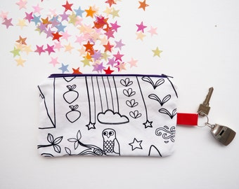 Pensil case to color, perfect for show your style and customize your summer ! Drawing of tractor, farm animals and matryoshka!