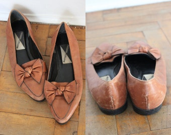 Vintage Leather Bow Front Genuine Leather Size 9 Slip Ons Loafers with Pointed Toes, Flats, 80's Mootsies Tootsies