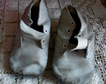 Shabby Vintage Baby Shoes Worn - White Leather Nursery Booties, Tattered Toddler Shoes, Rustic Home Decor, Adorable Infant Shoes, 1950s