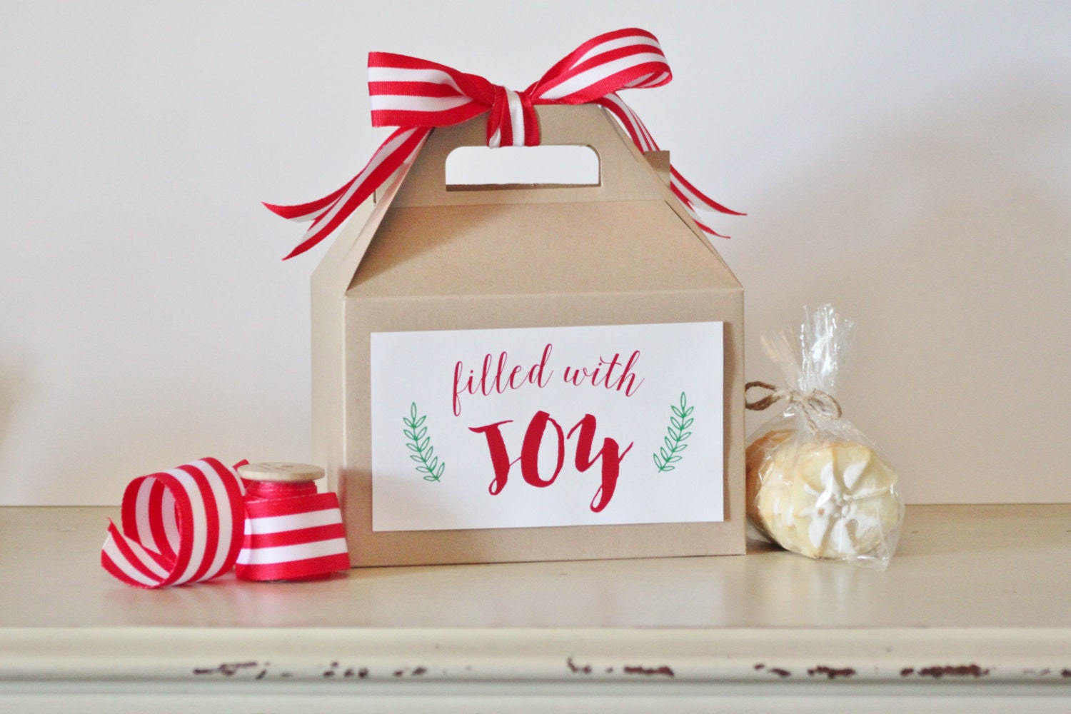 Set 10 kraft Gable boxes with Filled with JOY labels