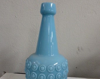 Vase in opaline blue with geometric patterns in relief. Anse transparent glass, vintage