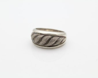 Italian Vintage Textured Swirl Ring in Sterling Silver Size 7.75. [7388]