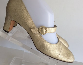METALLIC GOLD Vintage 60s 70s Mary Jane Evening Shoes with Small Heel & Rhinestone Buckles 8 AA