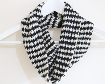 Houndstooth Crochet Cowl