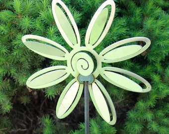 Small Flower2 Yard Stake