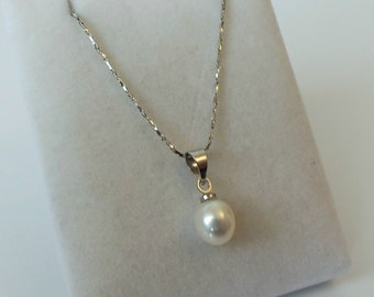 18ct White Gold Plated Freshwater Pearl Drop Pendant Necklace
