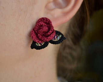 Red crochet earrings, red rose with leaves, beaded jewelry, crochet bijoux, fiber art, flower earrings, romantic earrings, irish lace