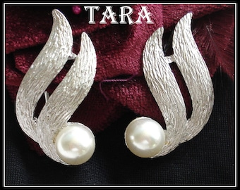 S A L E! TARA ELEGANT EARRINGS Brushed Silver Tone Large Faux Pearls