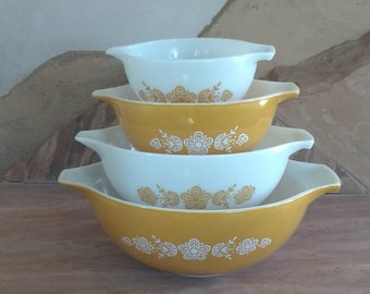 Vintage Pyrex Butterfly Gold Cinderella bowls set of four. Pyrex mixing bowls.Pyrex stacking bowls.