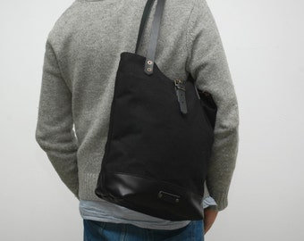 Tote bag waxed canvas,black color, leather base with  handles and closures in leather