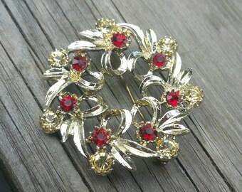 Mad Men cosplay holiday wreath brooch, c. 1960s