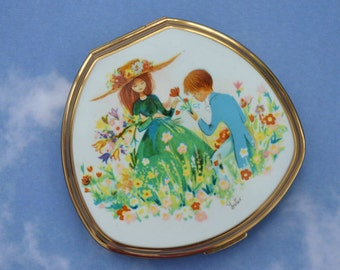 Vintage Stratton Compact Boy Meets Girl Signed Foster Unusual Clam Shell Shape Original Puff Sifter Ideal Collectors Piece Use Display Gift!