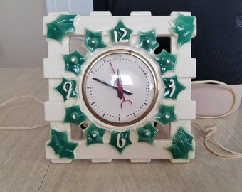 Vintage Ceramic Wall/Table Electric Clock with Ivy on a Trellis Mastercrafters Clock Radio Company