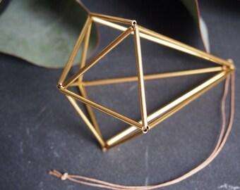 Himmeli diamant dorée. Ornament scandinave, style géométrique. Parfait comme cadeau. Style moderne.