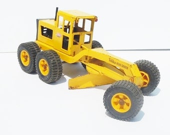 Tonka Truck / Classic Road Grater / Original Played with Condition / Works well / Blade and Wheels Pivot