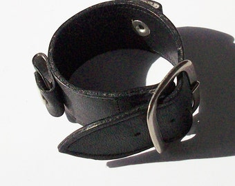 Leather Watchband from the 1960's /  Small size, big style