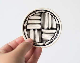 Graphic Lines Ring Dish