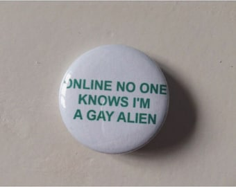 Online No One Knows I'm A Gay Alien  pinback button (31mm)