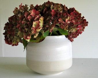 Ceramic vase. Vase glazed white stoneware white matte and transparent covered. Vase poterie16 cm.
