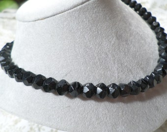 Beautiful! Vintage Gold Tone Black Faceted Glass Single Strand Beaded Choker Necklace  DL#2289