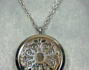 Essential-Oil Stainless Steel Diffusing Locket Necklace / aromatherapy /3 black felt pads /30mm locket/EO Necklace/EO Locket
