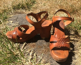 70's wooden & leather platform sandals!!!