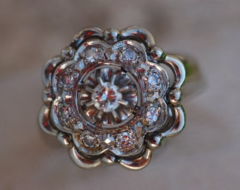 Magnificent Art Deco 18 Carat White Gold Diamond Flower Ring.